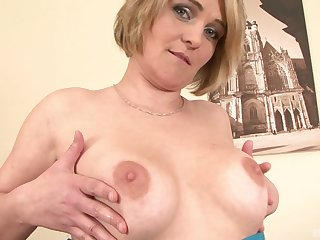 Mature amateur blonde MILF Luisa ass fucked by a big sombre dick