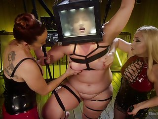 Bella Rossi adores hard lesbian trio with her torrid friends