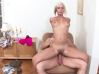 Mature Amateur Alex gives a blowjob with the addition of takes a dick in her cunt