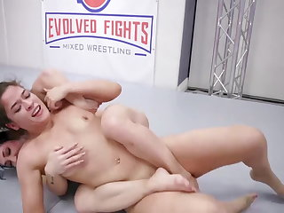 Victoria Voxxx vs Brandi Mae concerning hot lesbian sex fight