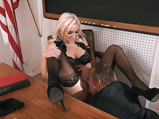 Kinky classroom coitus feeds the need for Kenzie Taylor
