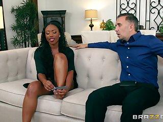 Ebony beauty soaks her face in be transferred to white man's load