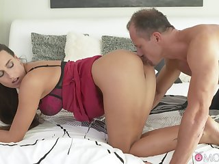 Natural boobs hottie Mea Melone makes her follower groupie cum fast while riding