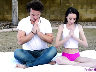 Skinny brunette spins entire cock via toga lesson