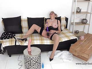 Lady Sonia gets missing with her vibrator on live stream