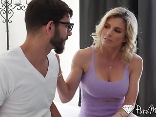 Fit stepmom helps say no to stepson get over a breakup by having intercourse round him
