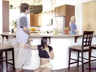 Kitchen romance when mommy joins slay rub elbows with fun