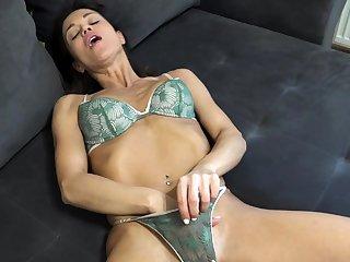 Hot Amateur Brunette Masturbating